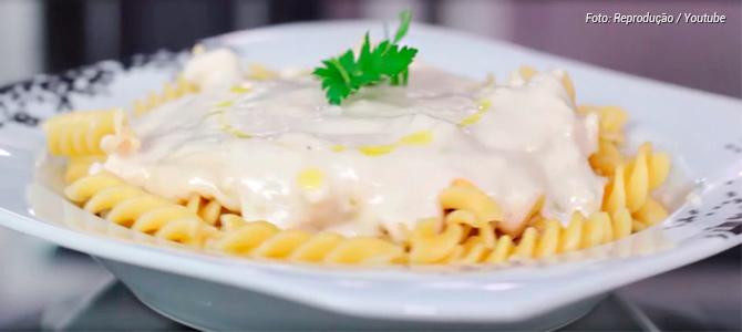Vídeo ensina a preparar um molho branco fácil sem nada de origem animal e livre de glúten